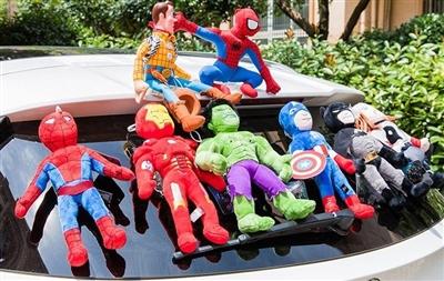 车顶玩偶流行 交警提醒:若引发事故将担全部责任