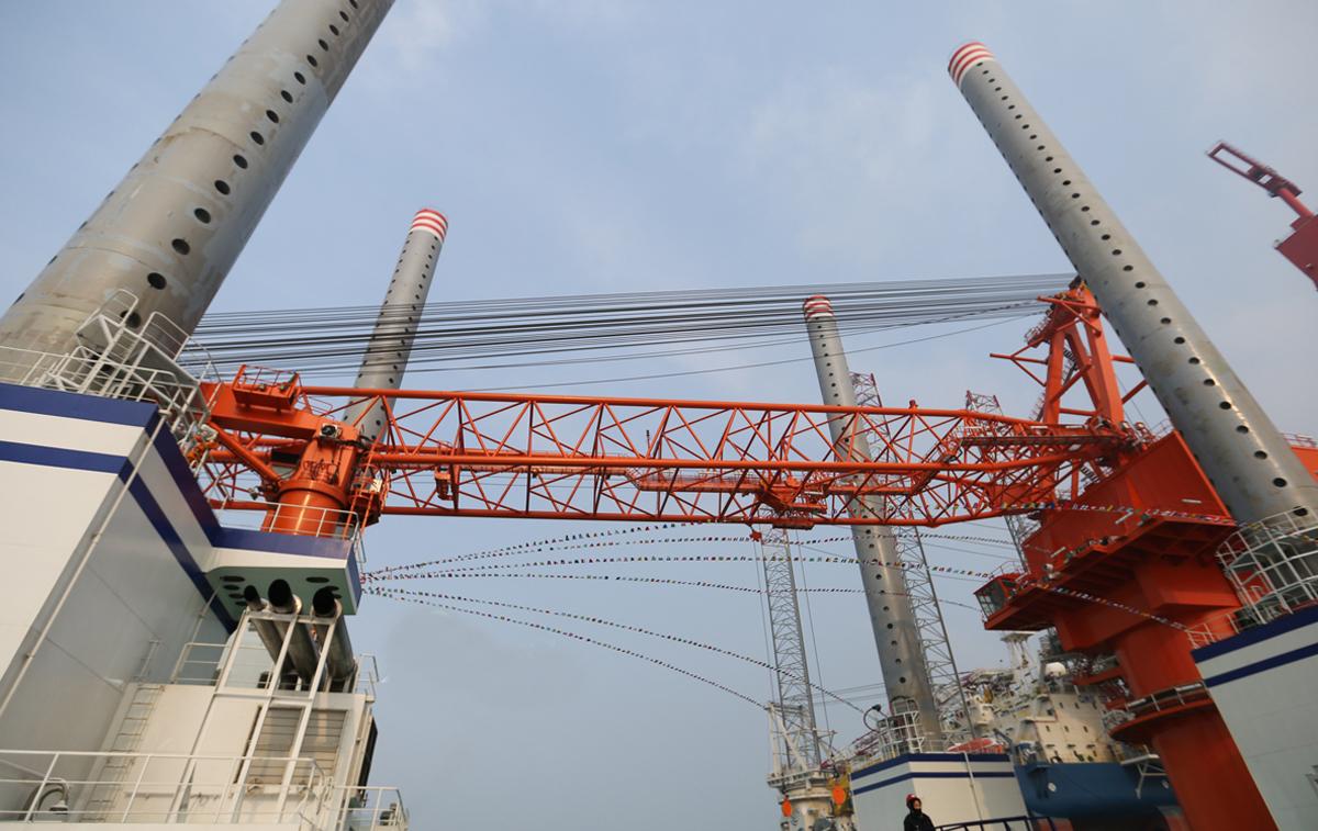 国内起重量最大的风电施工平台在青岛交付