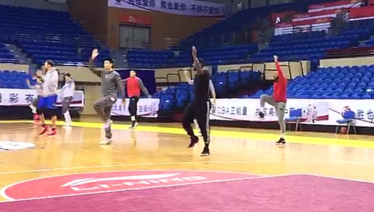视频 | 直击山东男篮适应客场战江苏 劳森小丁帅气领衔