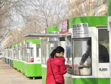 聊城创城在行动:设置便民服务亭、栏杆解决占道经营