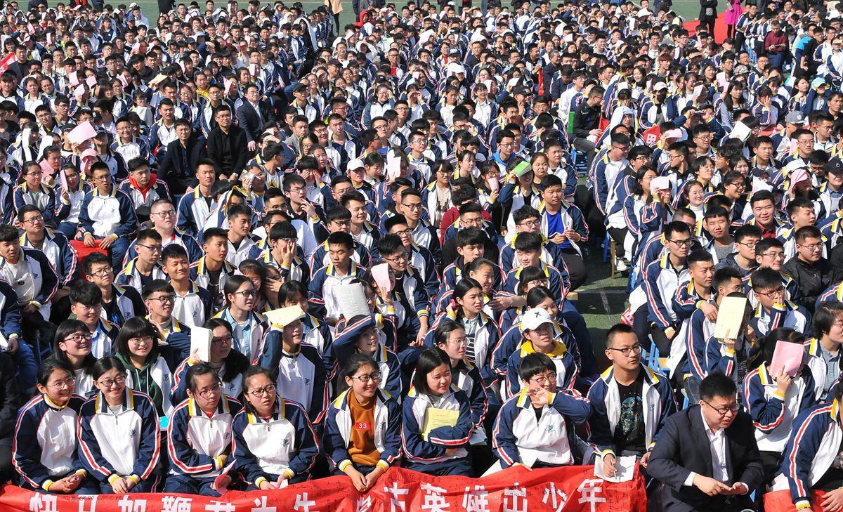 济宁一中学举办高考冲刺誓师大会 场面壮观