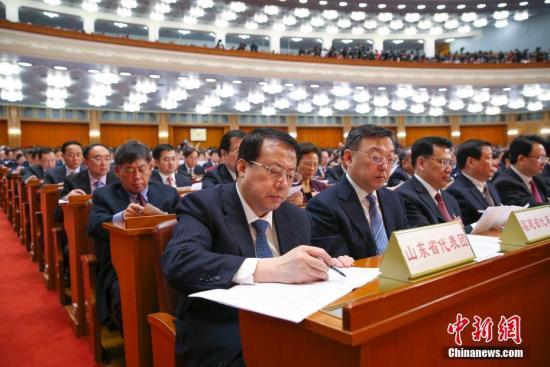 """外媒看中国两会:昭示深化改革决心 """"一带一路""""机遇多"""