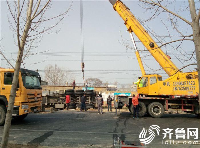2  指挥对事故车辆进行吊装(救援一)