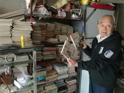 """八旬老人靠""""拾荒""""捐建7个阅览室:""""想让更多的人喜欢读书"""""""