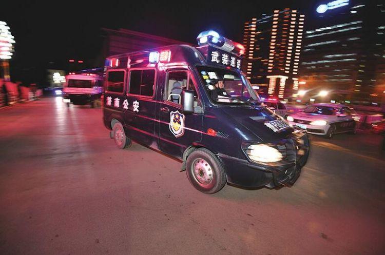 济南市启动常态化多警种联合巡逻 112辆警车有警出警无警巡逻