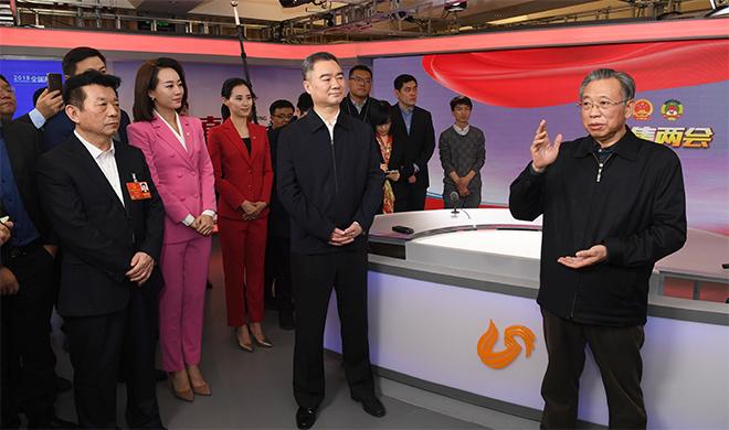 山东省领导看望参加全国两会报道的我省新闻工作者