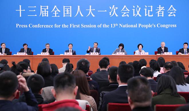 国务院总理李克强等与中外记者见面