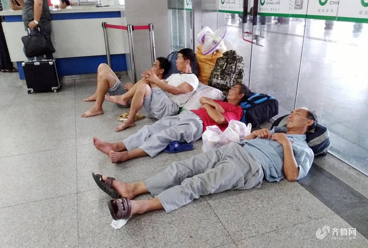 眠日 实拍各式睡姿的他们