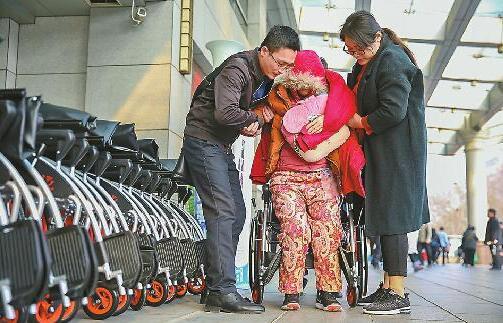 共享轮椅济南第一天:押金299,一天用了150余次