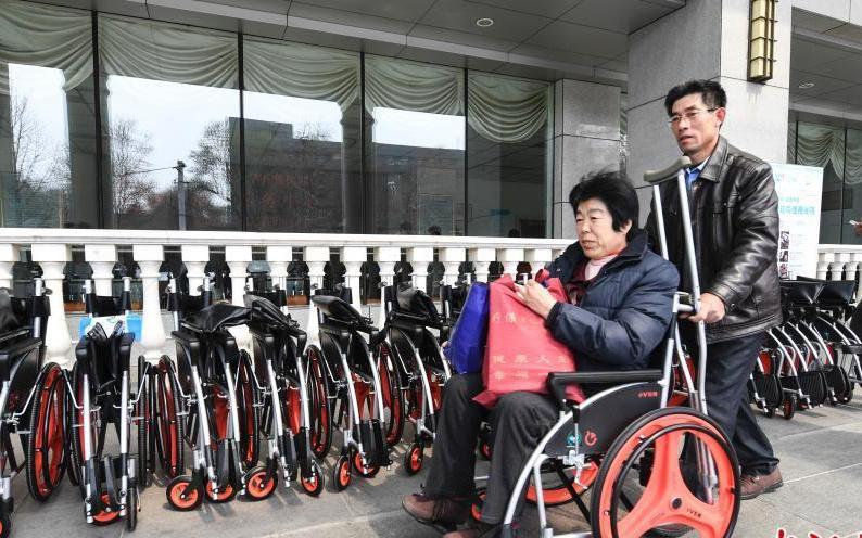 """免费使用2小时 """"共享轮椅""""亮相山东济南"""