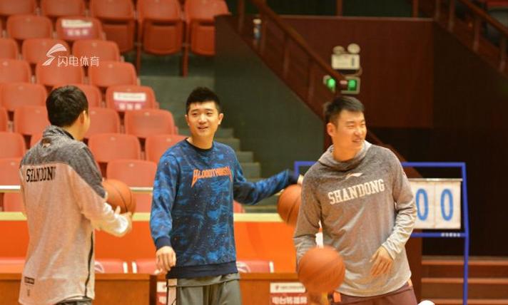 山东男篮集结备战 高强度训练保持状态