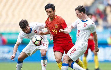 中国杯季军战::五分钟丢三球颜骏凌扑点 中国1-4捷克
