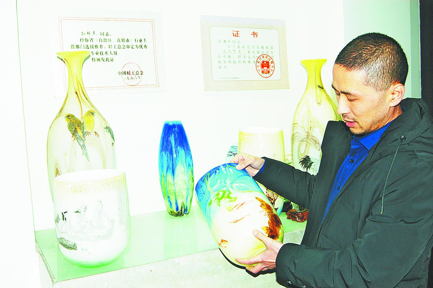 一家五代传技艺 淄博琉璃壁画嵌入北京地铁