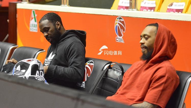 山东男篮备战半决赛 今日全队抵达杭州