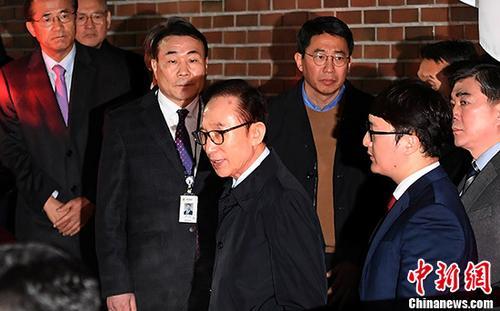李明博拒绝接受检方狱中调查 再次强调遭政治报复