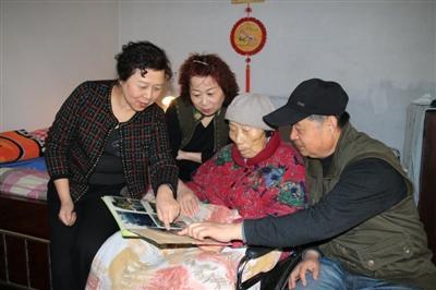6位老人照料92岁老母亲 16年30万字护理日记令人泪目