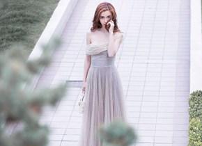 杨颖穿不对称露肩纱裙拍写真宛如梦幻少女