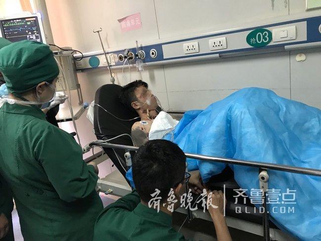 疼!19岁男子出车祸,拇指粗树枝斜插入颈部近20厘米