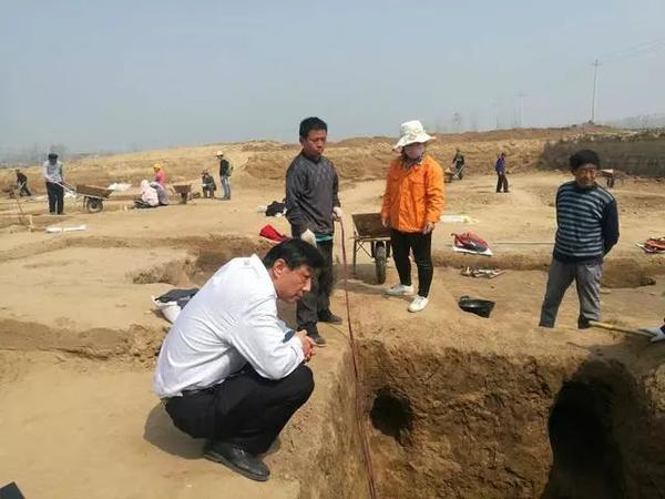 """菏泽""""青丘古遗址""""考古重大发现:珠宝瓷器堆满墓室"""