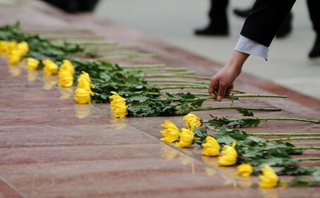 清明节前夕 全国各地鲜花祭英烈