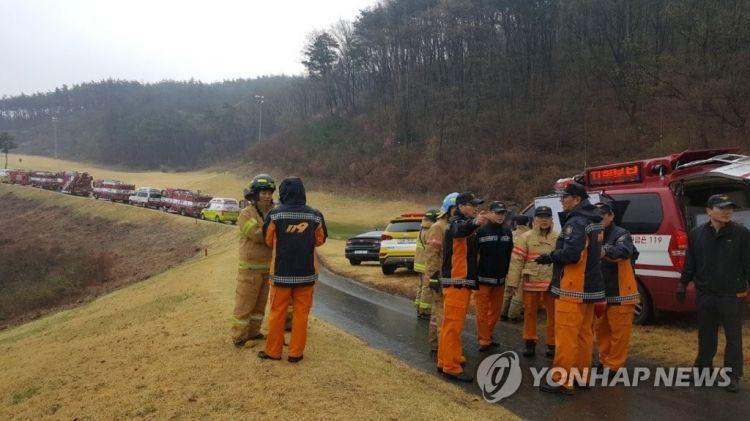韩消防部门:发现F-15K战机残骸