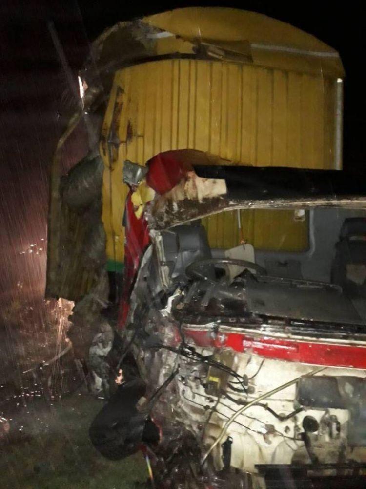 坦桑尼亚一卡车撞上公交车 致12死、46伤