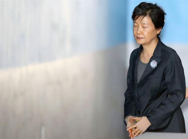 青瓦台回应朴槿惠获刑24年:很痛心 不会忘记今天