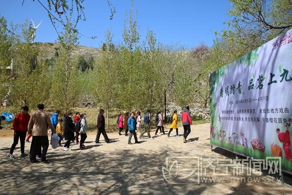 清明小长假上九山景区3万游客涌入 门票收入109.6万