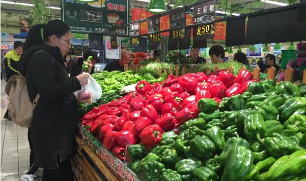 """济宁部分蔬菜价格""""拦腰斩"""" 1元菜""""重出江湖""""(图)"""