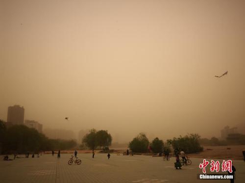 沙尘影响北方10余省份 明起中东部再迎降雨降温