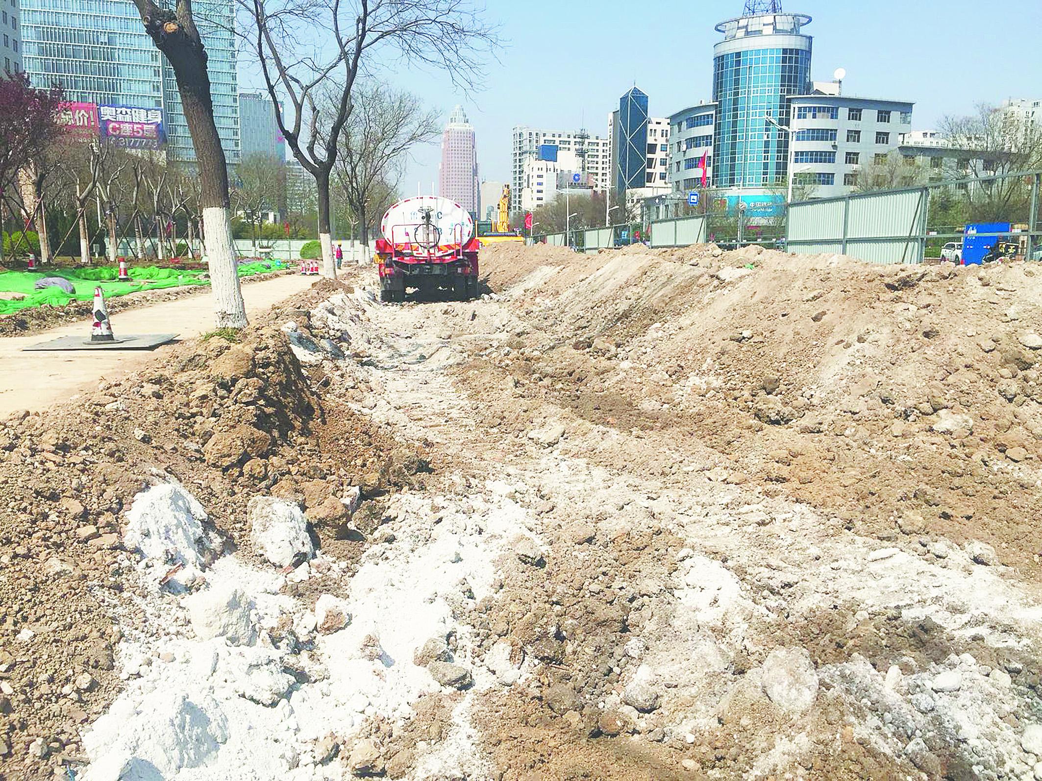 张店柳泉路改造日记:雨水管道装完 开始回填灰土