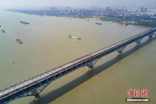 生态环境部:严打长江沿岸固体废物非法转移倾倒