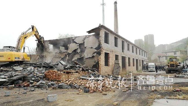 """济南3万余平方米违建被拆除 全程""""湿法""""作业"""