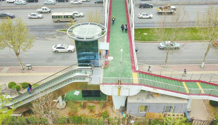 济南7座过街天桥改造完成 部分增设电动扶梯或垂直电梯