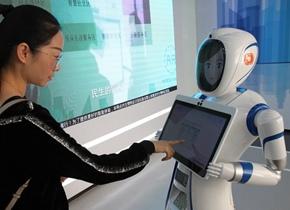 """""""无人银行""""亮相上海 智能机器人任大堂经理"""