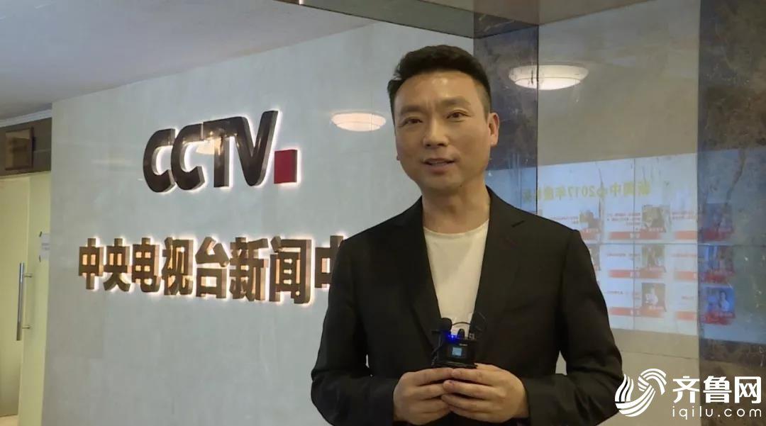 央视《新闻联播》播音员 康辉