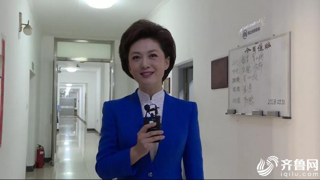 央视《新闻联播》播音员 海霞