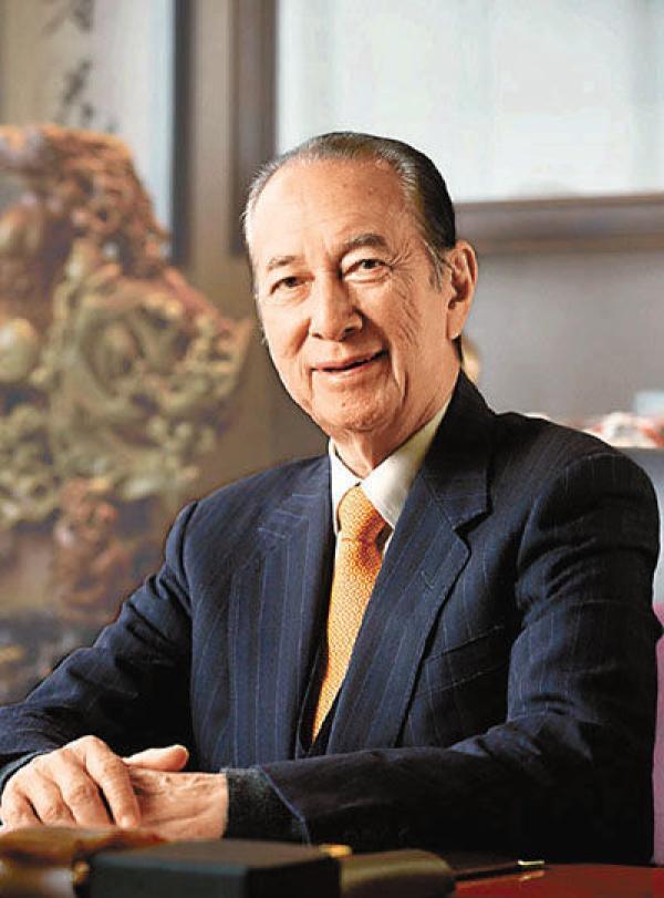 96岁澳门赌王何鸿燊将于6月正式退休,女儿何超凤接班