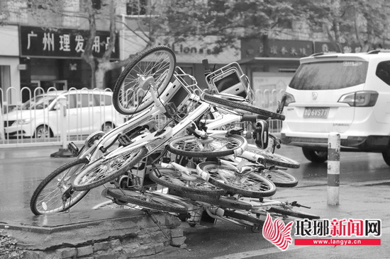 """临沂共享单车遭叠罗汉""""受伤的是车辆丧失的是素质"""""""