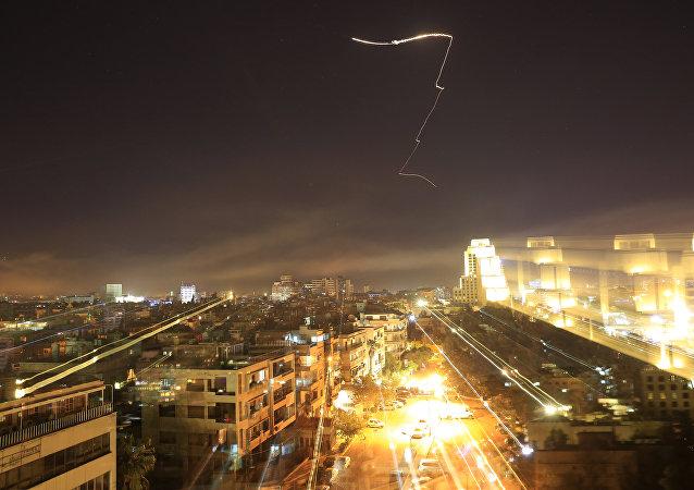 叙利亚官员:叙遭受到约30枚导弹袭击 三分之一被击落