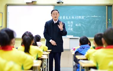 74岁退休教师13年间下乡支教千余次