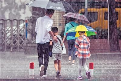 广州发布今年首个暴雨预警信号 今明降温并有大雨