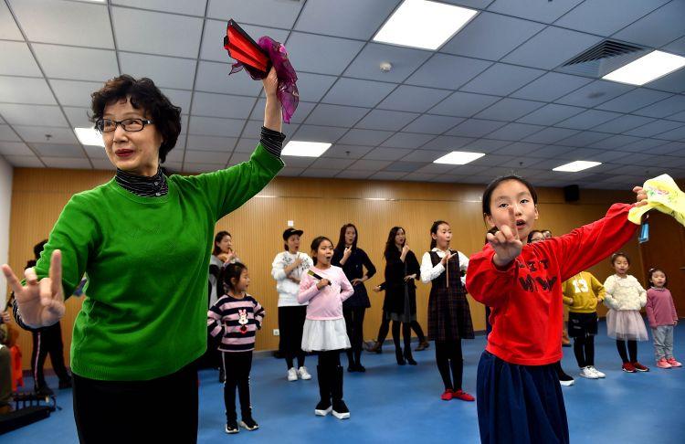 """天津:儿童听障合唱团叫醒""""沉睡""""的耳朵"""
