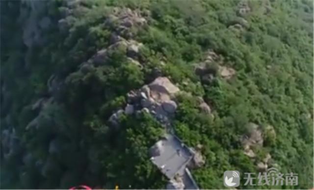 """济南老人被困""""最高云梯山""""民警接力背下山 被困山间该如何自救?"""