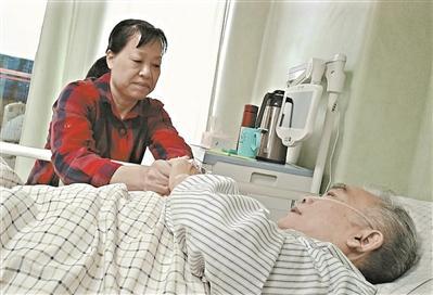 男子心脏骤停 众人接力徒手按压81分钟抢救挽回生命