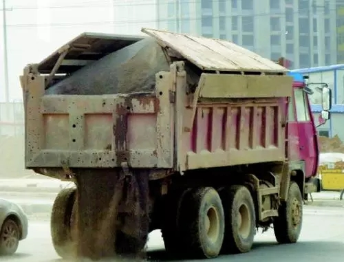 5月起,济南渣土车超载、抛冒撒漏等将是违法行为!