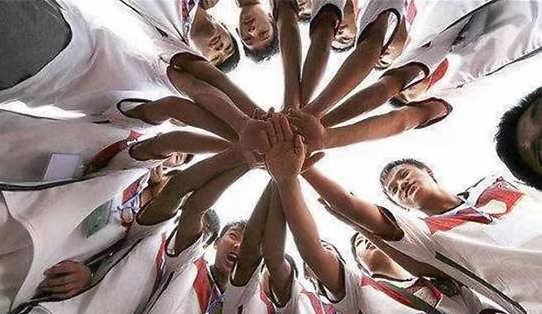多名鲁甸地震中死里逃生的校园足球队队员回乡当实习老师