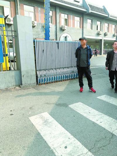 北京旅游骗子团伙:冒充志愿者骗游客上黑车