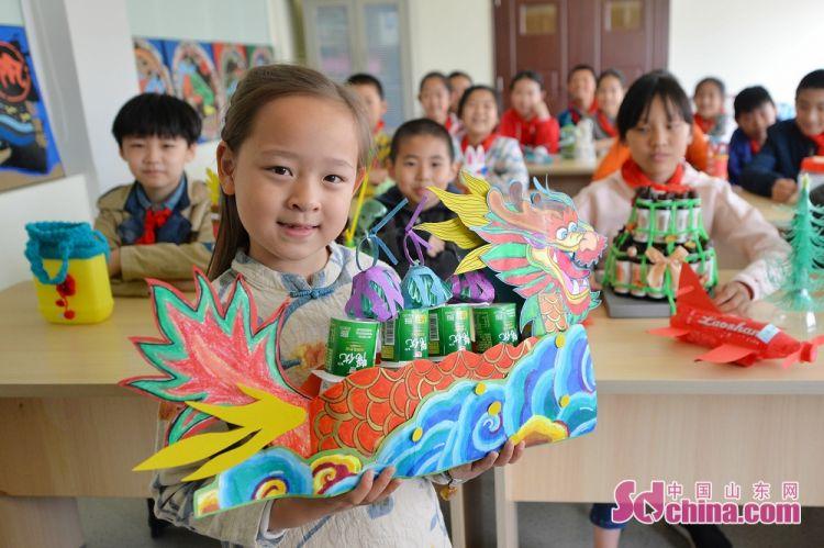 山东青岛:环保小创意迎接世界地球日