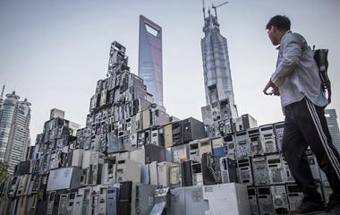 """世界地球日:看废弃物如何在艺术家手中""""重生"""""""